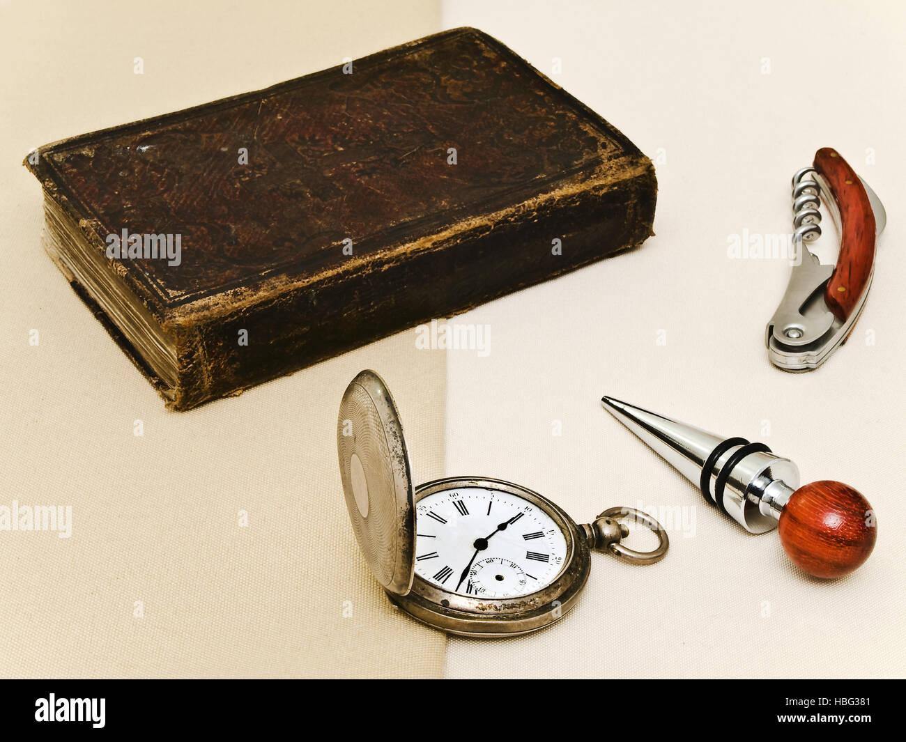 Vieux Livre et montre de poche Photo Stock