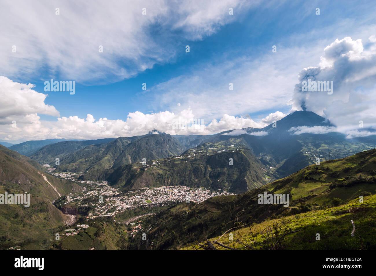 Éruption d'un volcan Tungurahua, Occidental de la Cordillère des Andes de l'Equateur central, Photo Stock