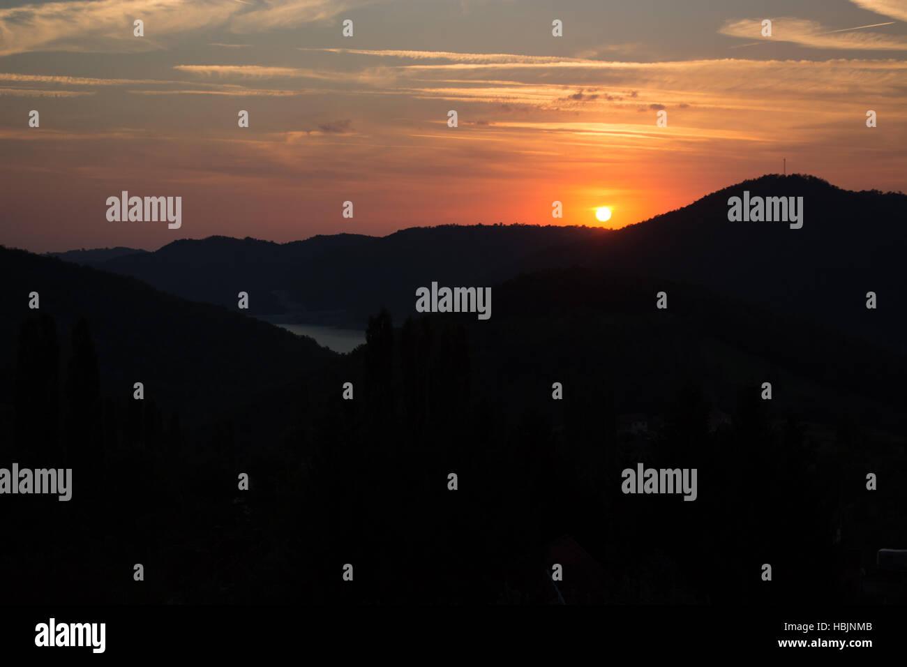 Lever du soleil à contraste élevé Banque D'Images