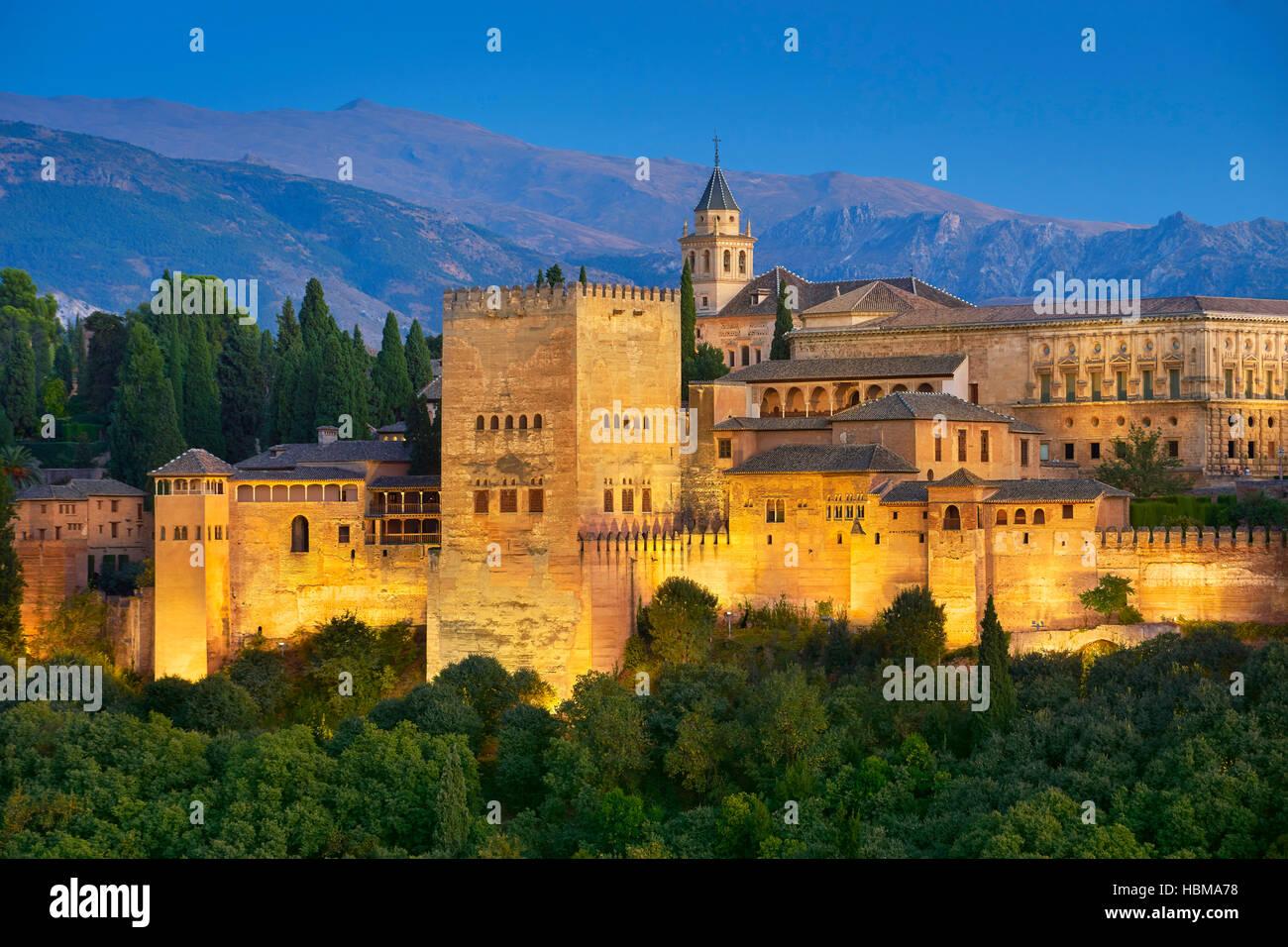 Palais de l'Alhambra à soir, Grenade, Andalousie, Espagne Photo Stock