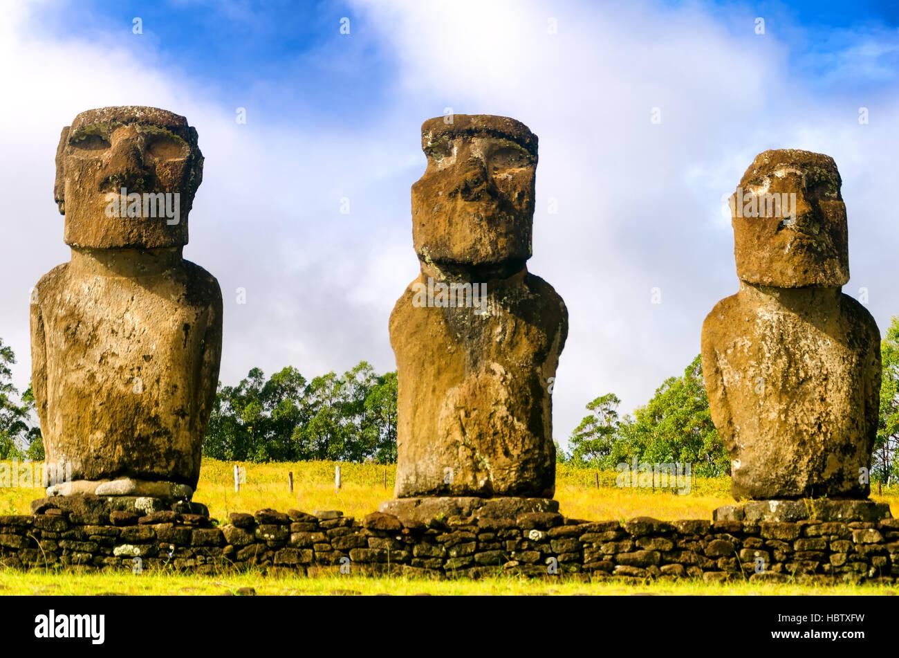 Trois statues moai sur l'île de Pâques, Chili Photo Stock