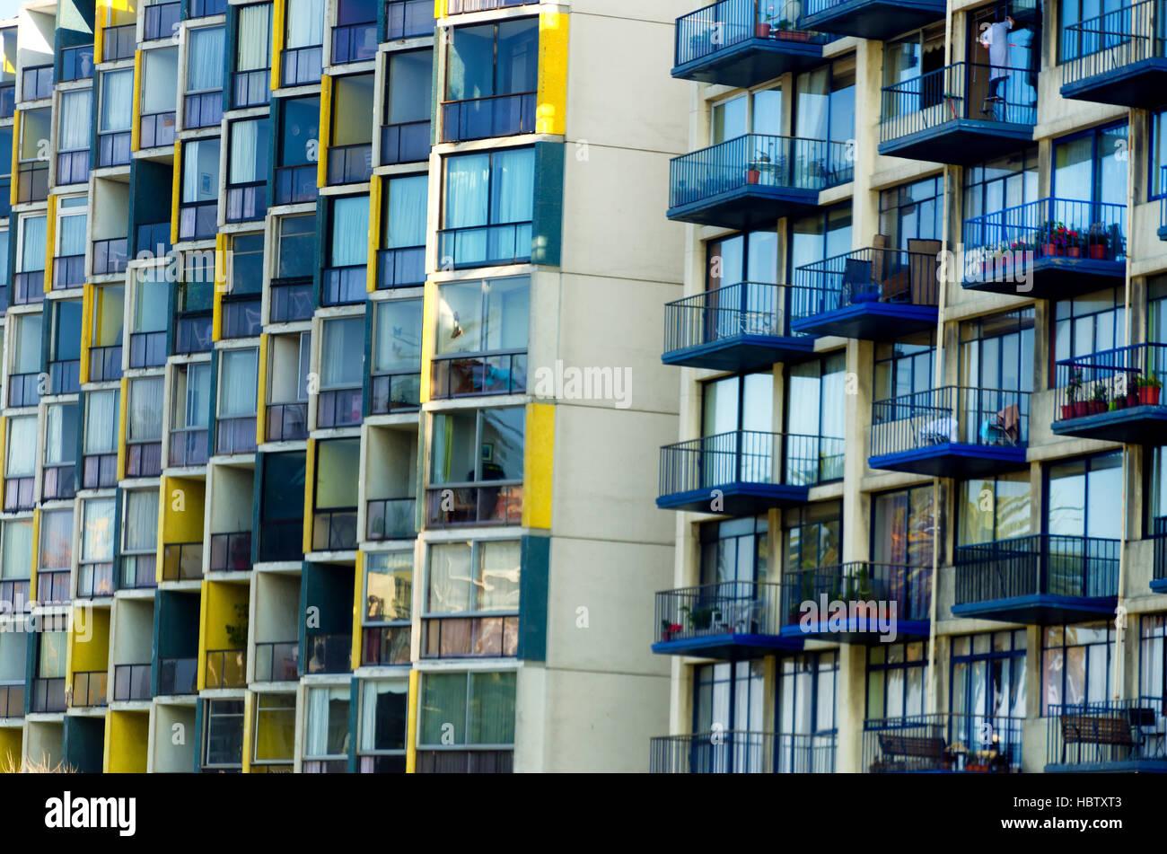 Balcons sur les immeubles à appartements de Viña del Mar, Chili Banque D'Images