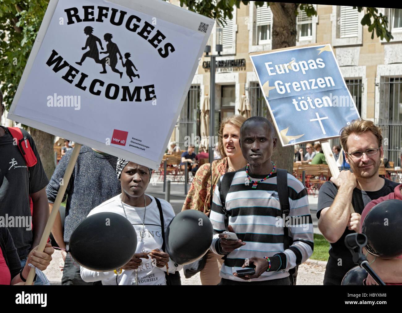 L'accueil des réfugiés de démonstration, Stuttgart, Bade-Wurtemberg, Allemagne Photo Stock
