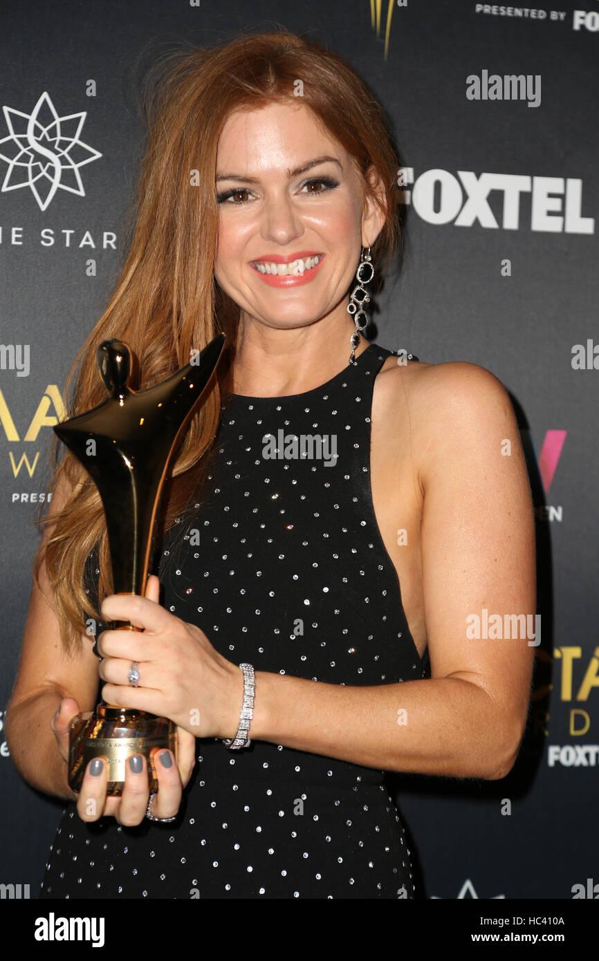 Sydney, Australie. 7 décembre 2016. Sur la photo: L'actrice Isla Fisher pose avec son prix dans la Photo Stock