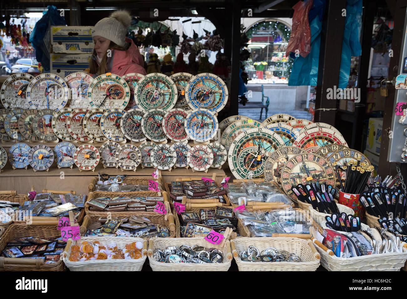 PRAGUE - 3 décembre   Boutique de souvenirs à célèbre Havels Market en  première semaine de l Avent à Noël . Marché a été ouvert en continu depuis  1232, ... 15161c233d77
