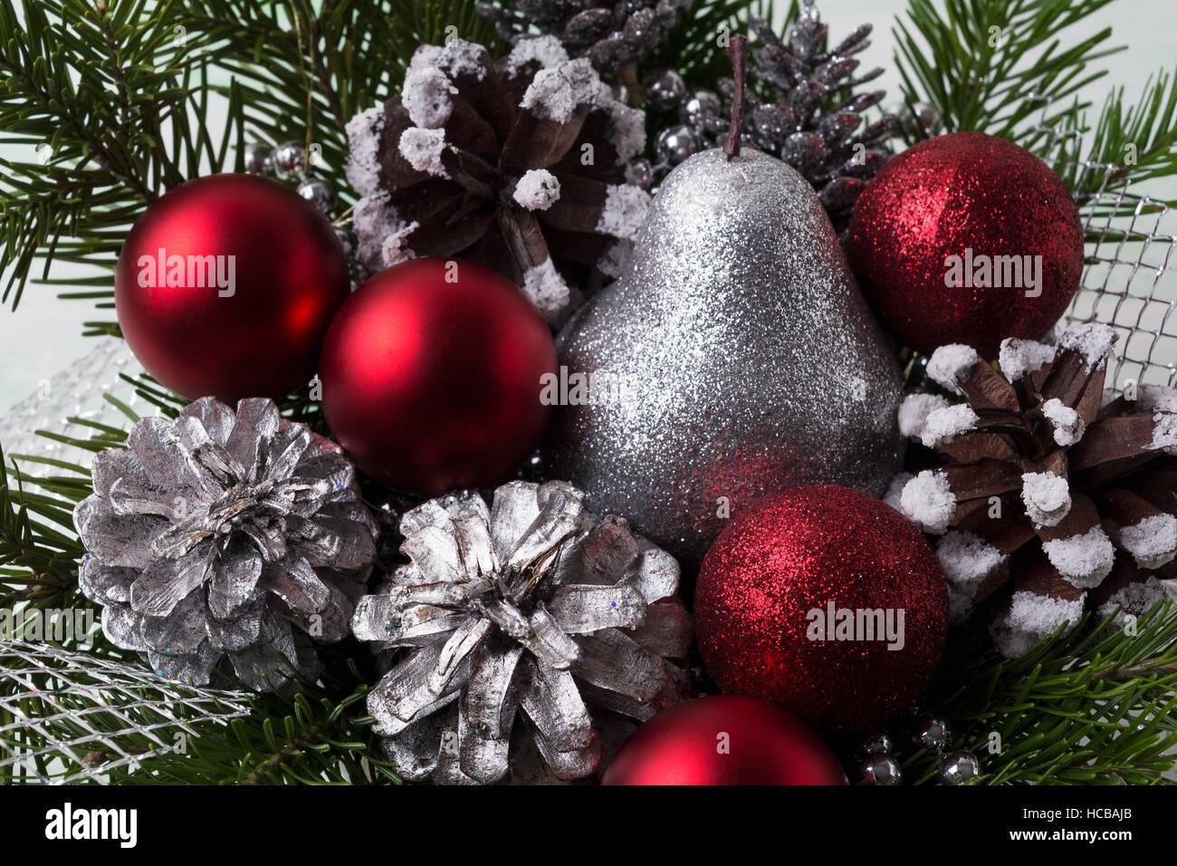 Ornements De Noël Rouge L Argent Des Pommes De Pin Et Des