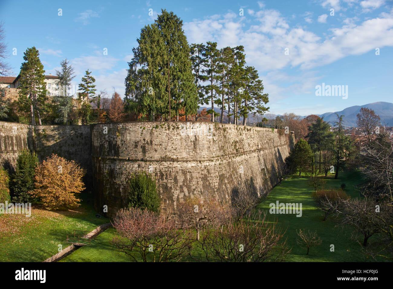 Bergame, Italie: les Remparts vénitiens. Les Vénitiens ont construit ces murs fortifiés autour Photo Stock