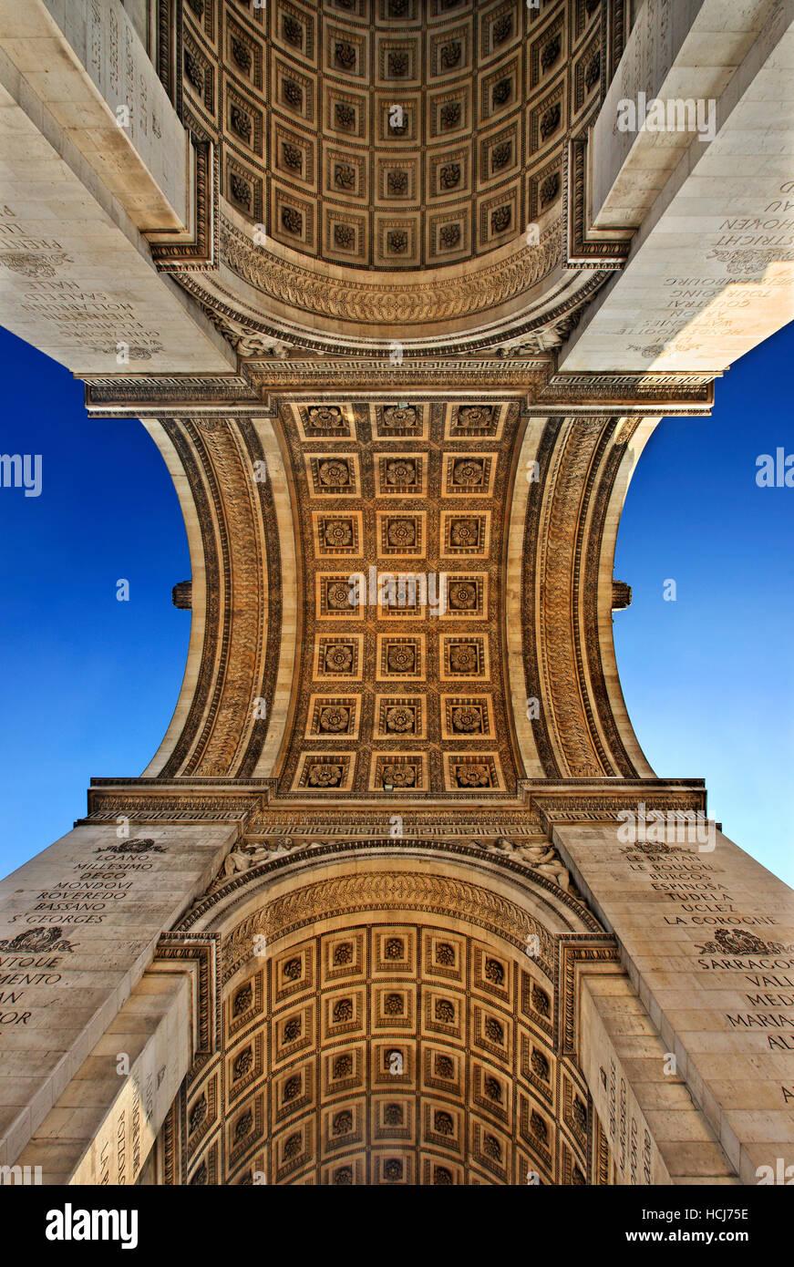 Sous l'Arc de Triomphe (Arch of Triumph), Paris, France. Photo Stock