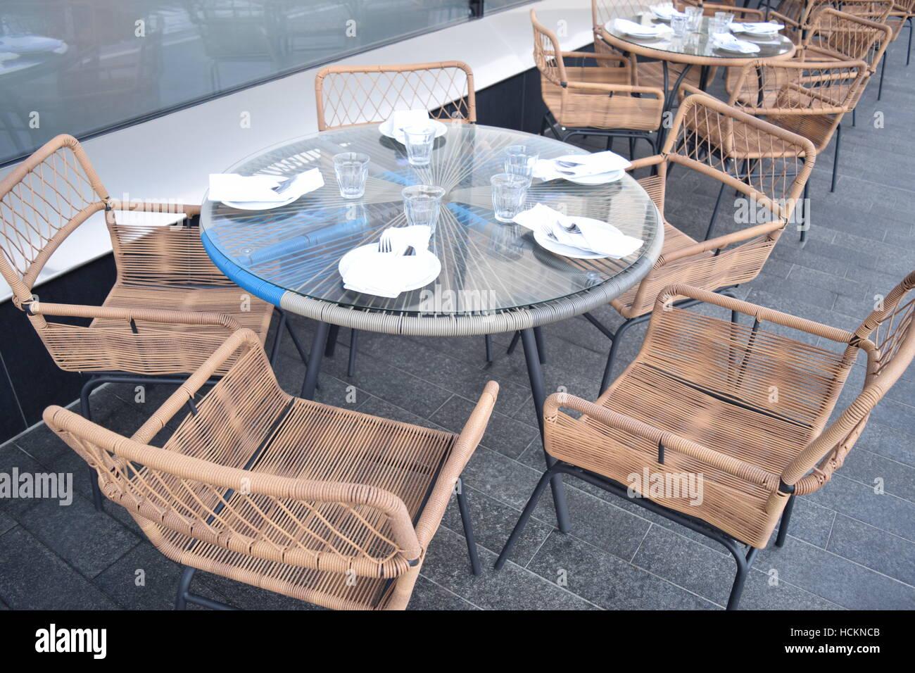 Perspective Chaises Table Restaurant En Un D'une Dans Autour De Bois f76mIbyvgY
