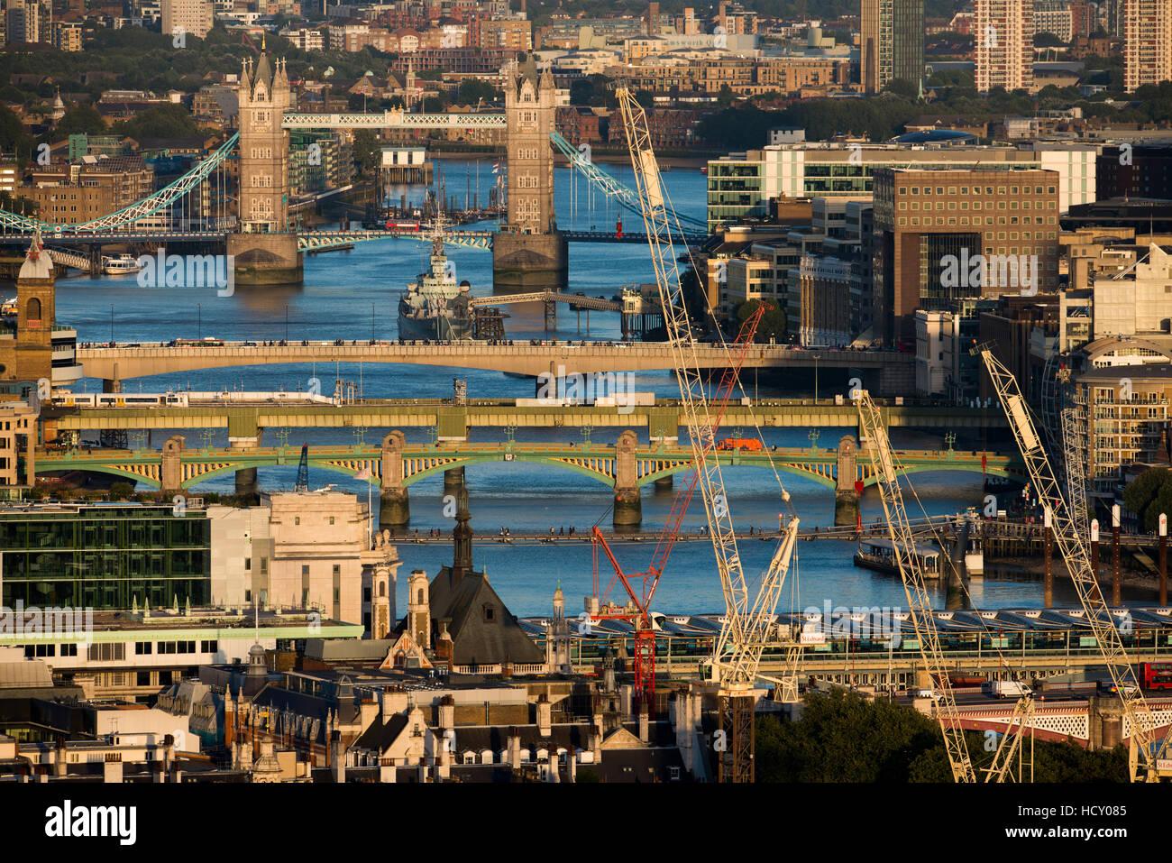 Une vue de la Tamise et du Tower Bridge à partir du haut de Centre Point tower, London, UK Photo Stock