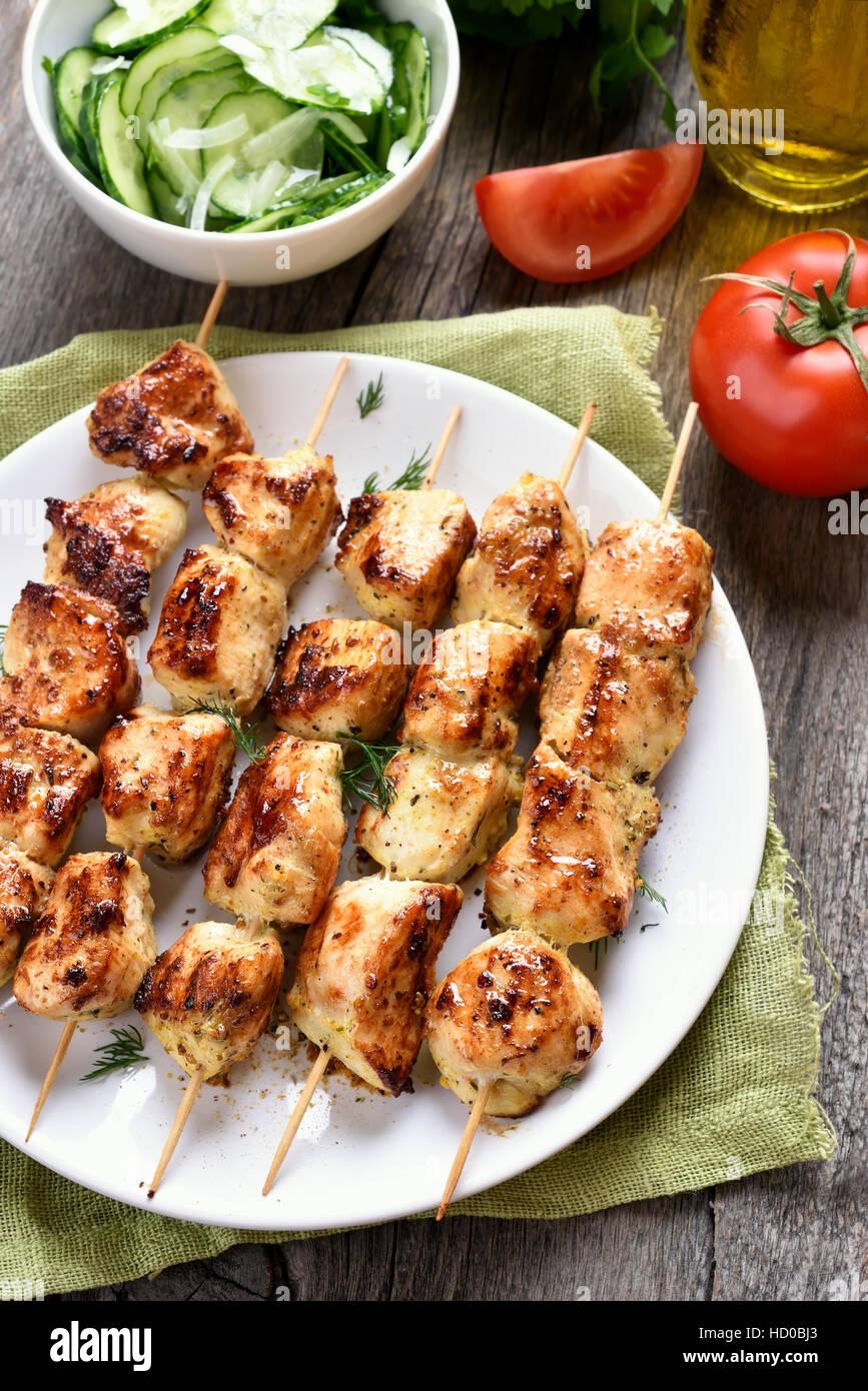 Installations pour Barbecue, Brochette de poulet et légumes, country style Photo Stock