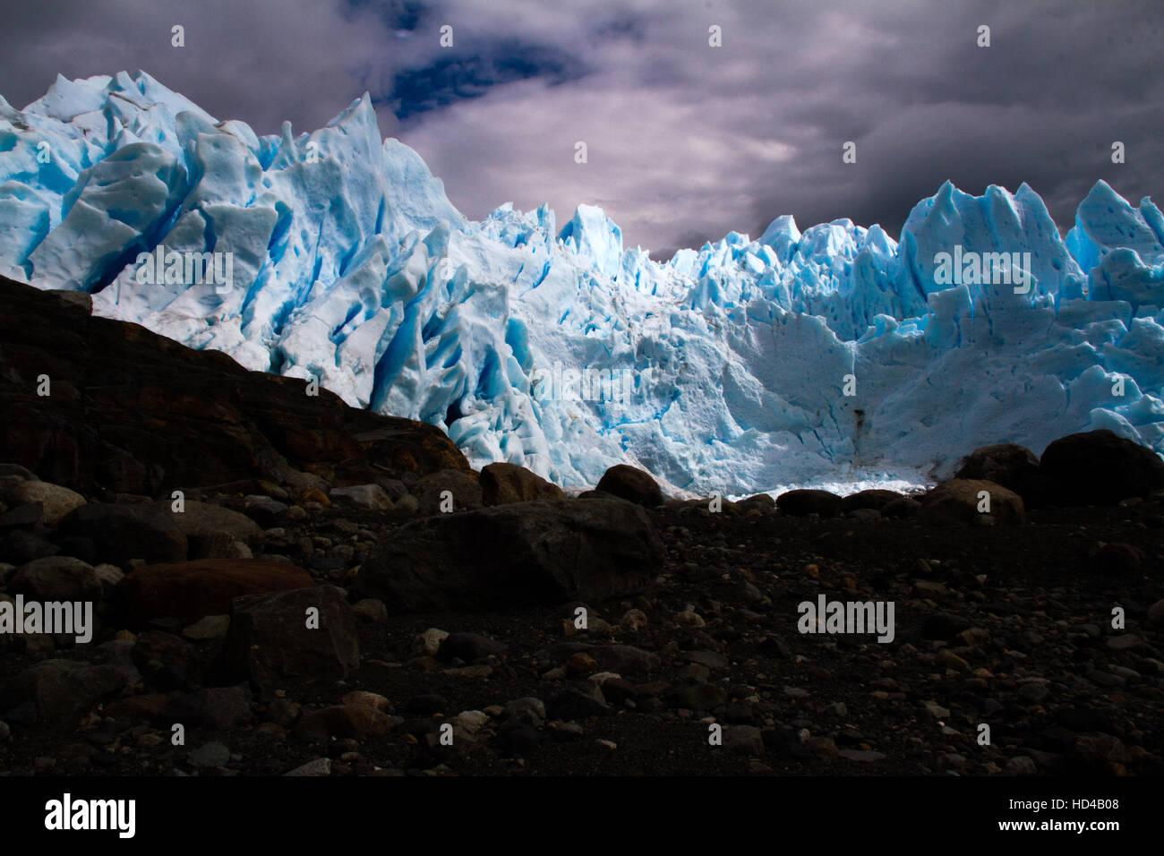 EL CALAFATE, ARG, 06.12.2016: Glacier Perito Moreno argentin situé dans le Parc National Los Glaciares, dans le sud-ouest de la province de Santa Cruz, Argentine Banque D'Images