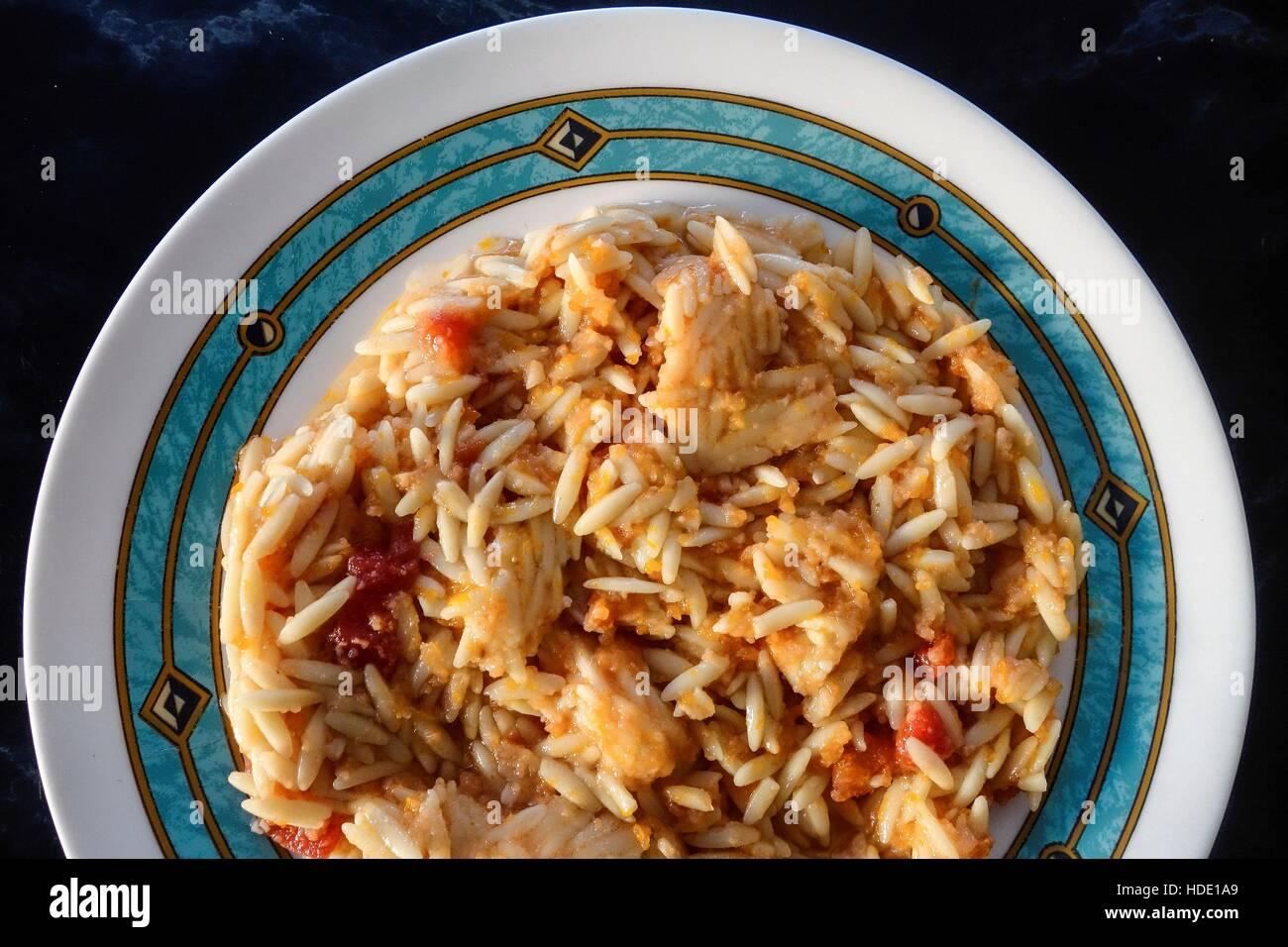 La cuisine grecque. Kritharaki Nouilles pâtes en forme de riz, Photo Stock