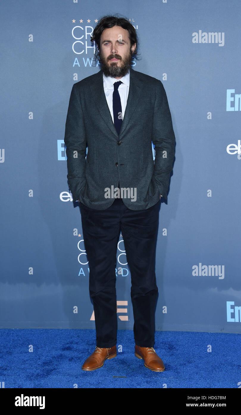 Santa Monica, Californie, USA. Dec 11, 2016. Casey Affleck arrive pour la 22e Critics' Choice Awards à Barker Hanger. Banque D'Images