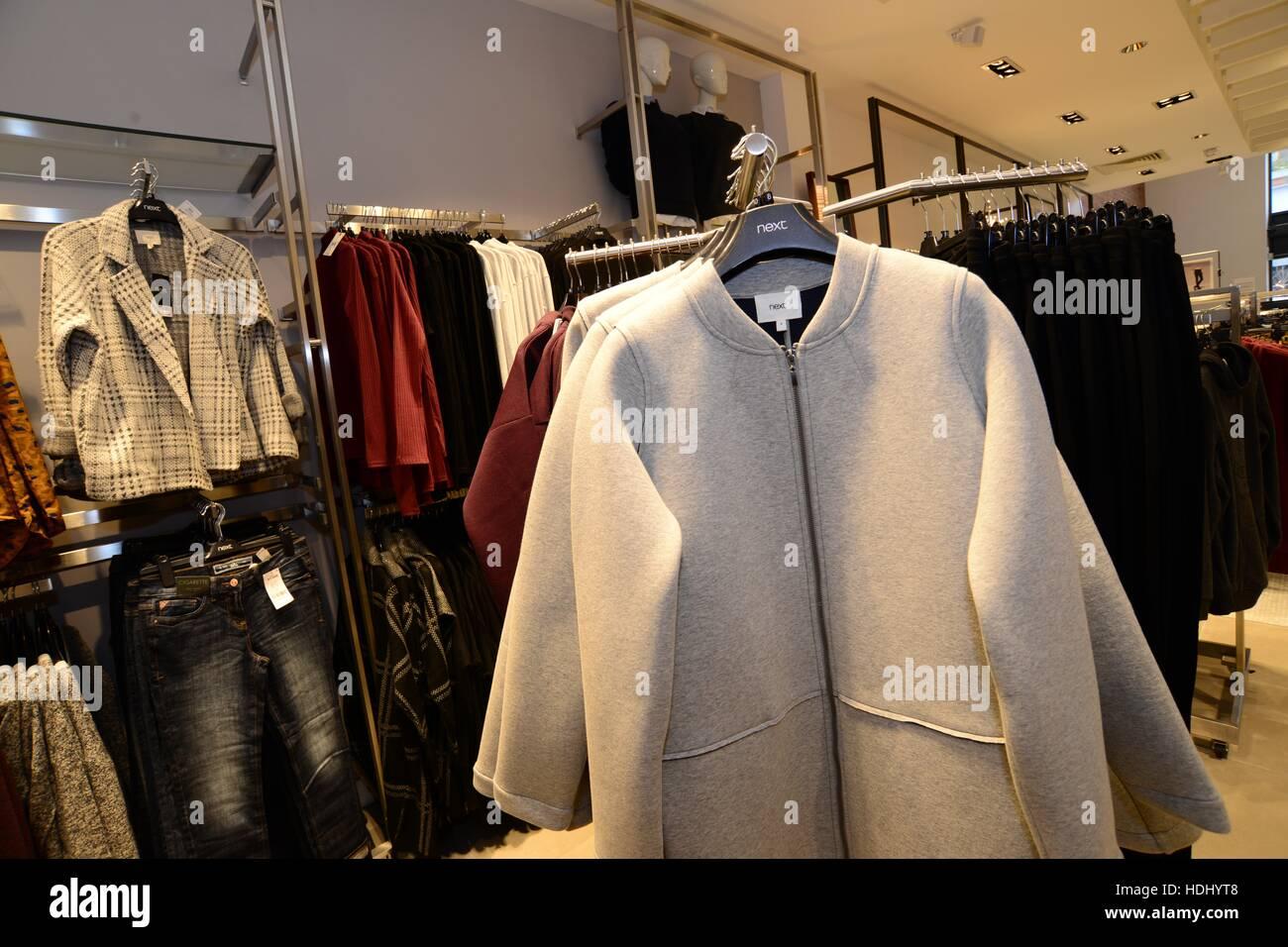 Vêtements Mode suivant détaillant. Photo Stock