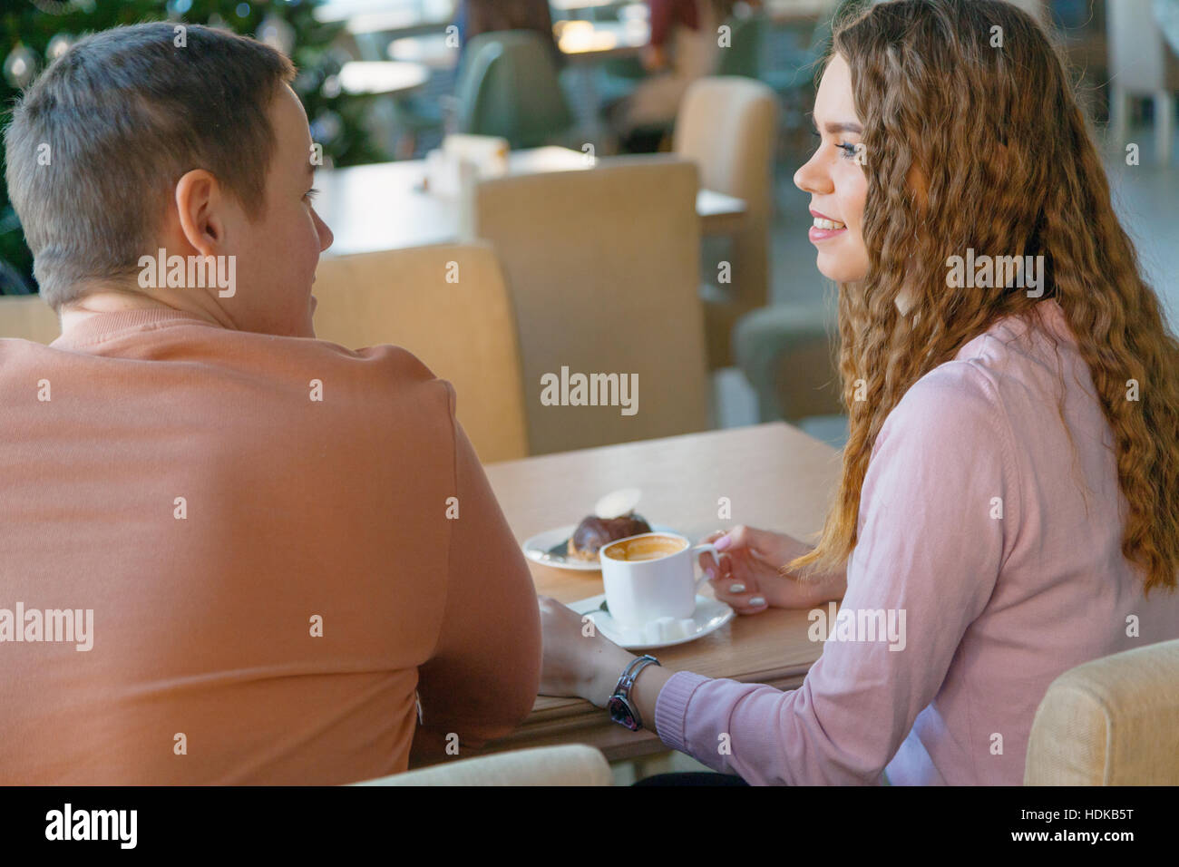 Femme et d'un homme in cafe Photo Stock