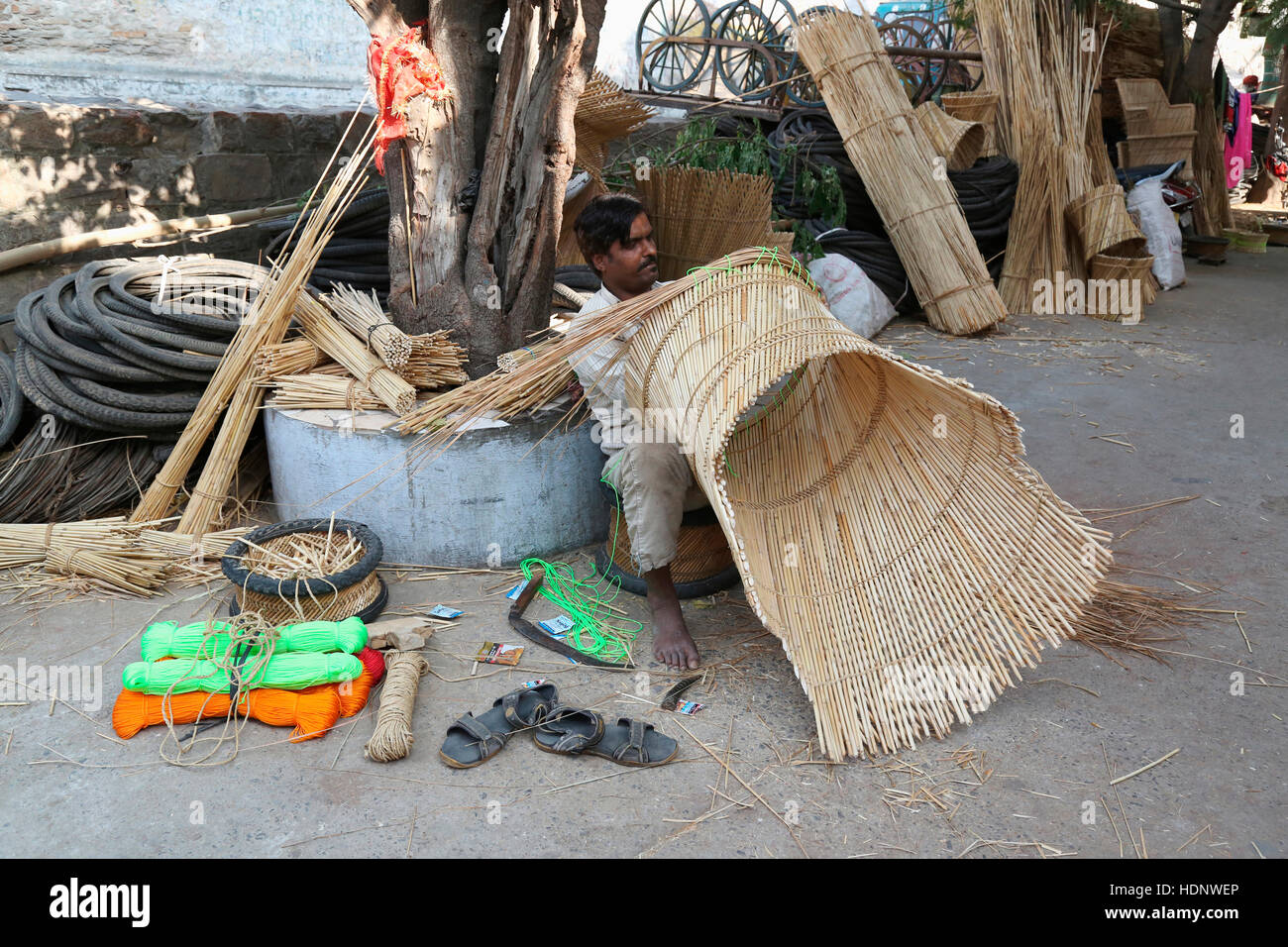 Mudda Bambou Chaise Tabouret Et D Cideurs Dans Anna Sagar Ghati Ganj