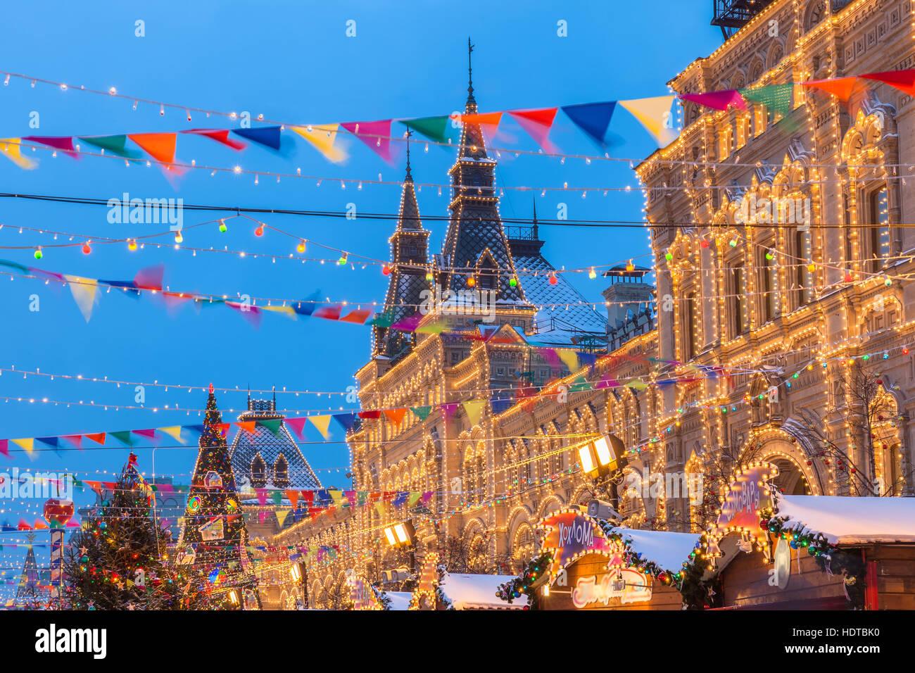 Crépuscule sur le marché de Noël à la place Rouge à Moscou, Russie Photo Stock
