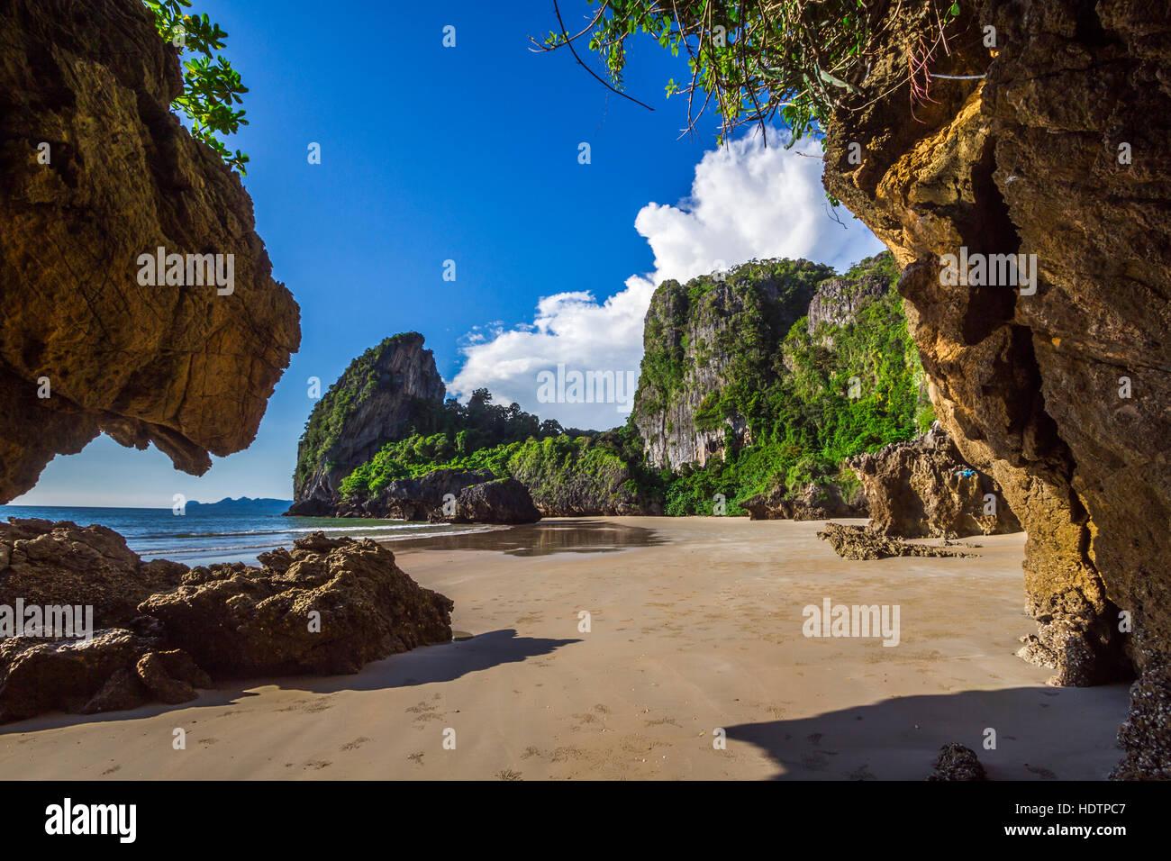 Plage de Hat Chao Mai parc national en Thaïlande Photo Stock