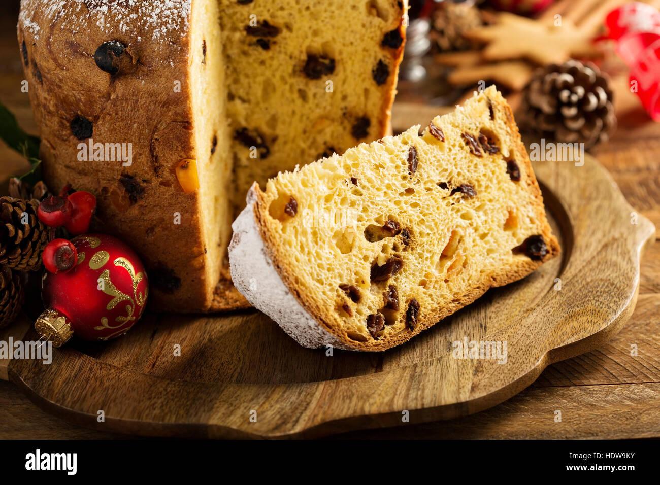 Panettone traditionnel de Noël avec des fruits secs Photo Stock