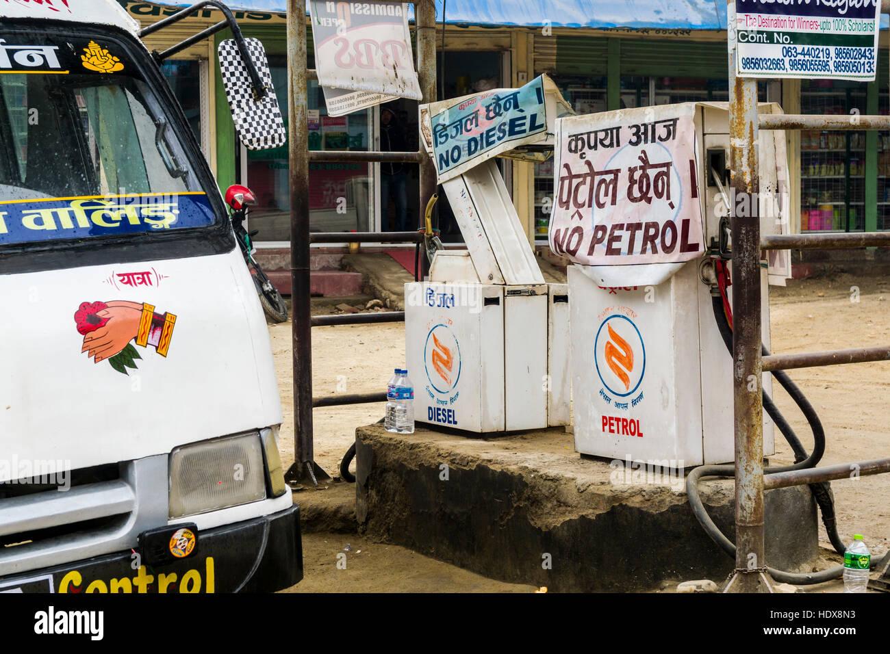 La station d'essence fermée avec le signe pour pas l'essence, pas de diesel au cours de la 2015 blocus Photo Stock