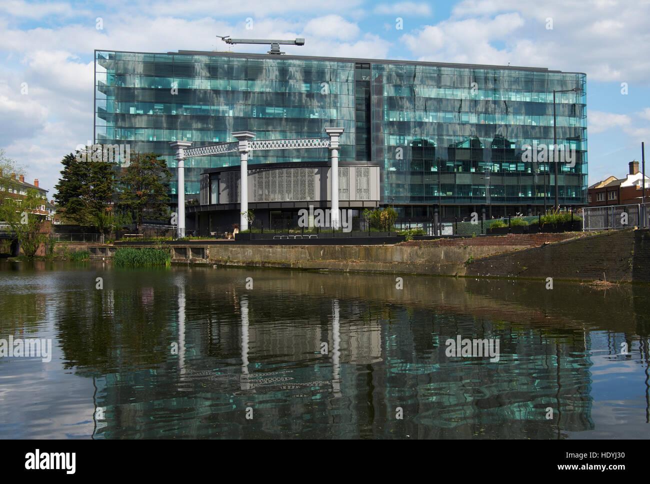 Kings Place, Londres. Façade ondulante de verre vert, par Dixon Jones, construit de 2005 à 2008. Abrite Photo Stock