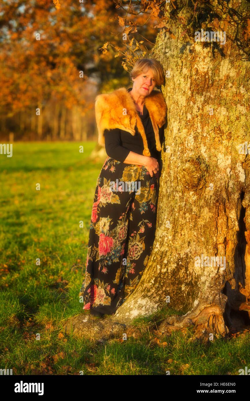 L'âge moyen dame waring vintage fourrure de renard Photo Stock