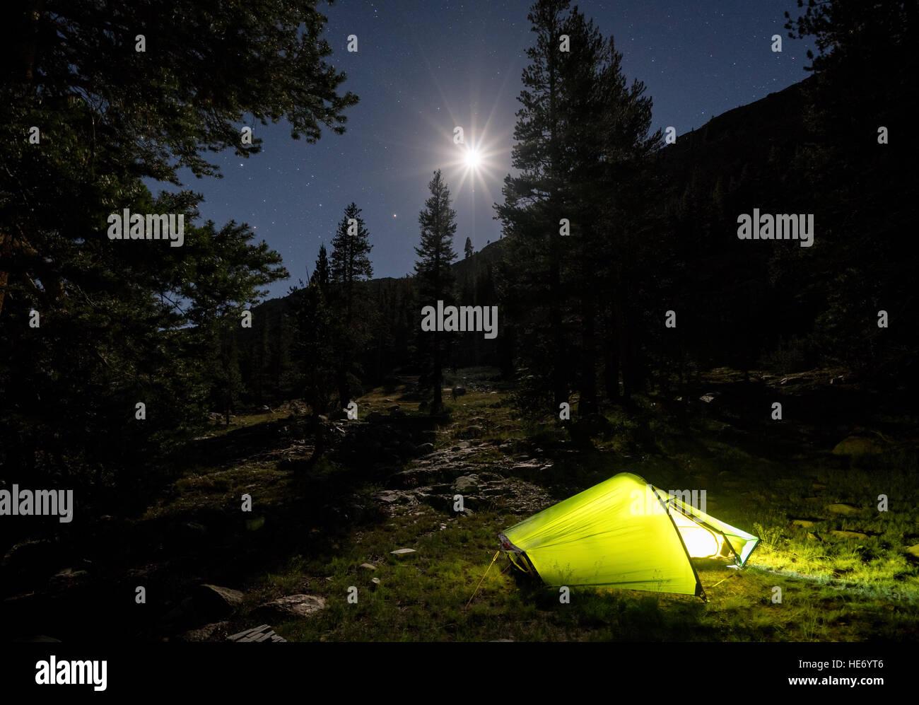 Camping dans le Parc National Kings Canyon, Californie, États-Unis d'Amérique, Amérique du Nord Photo Stock