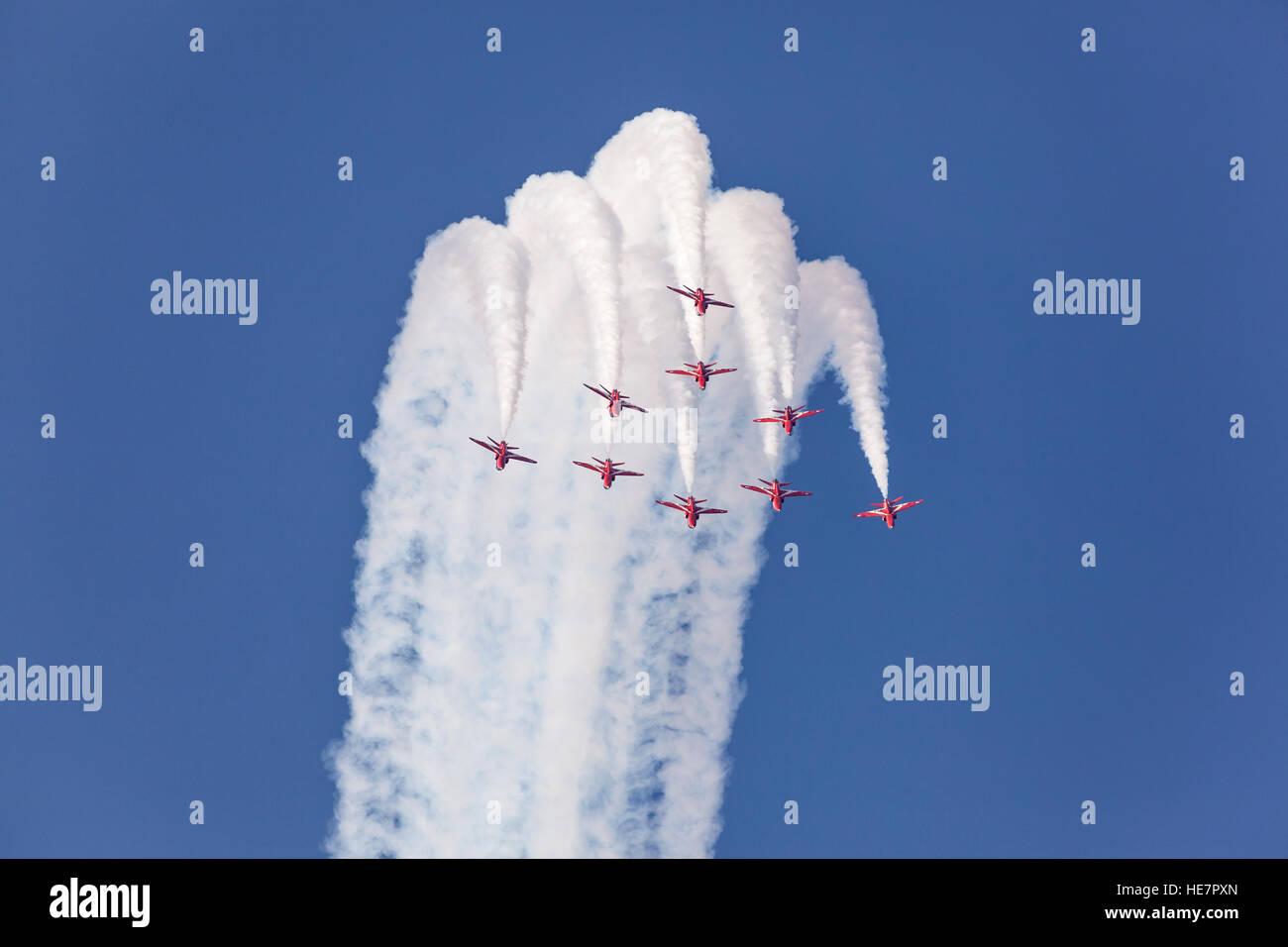 L'équipe de voltige aérienne de la Royal Air Force des flèches rouges à Abu Dhabi Photo Stock