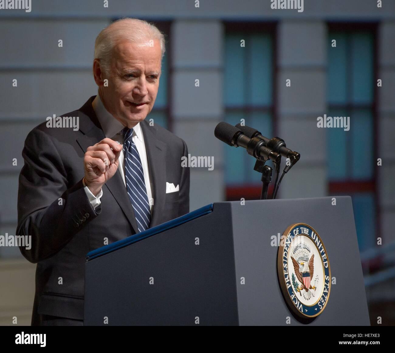 Le Vice-président américain Joe Biden parle au cours d'une célébration de la vie de l'ancien Photo Stock