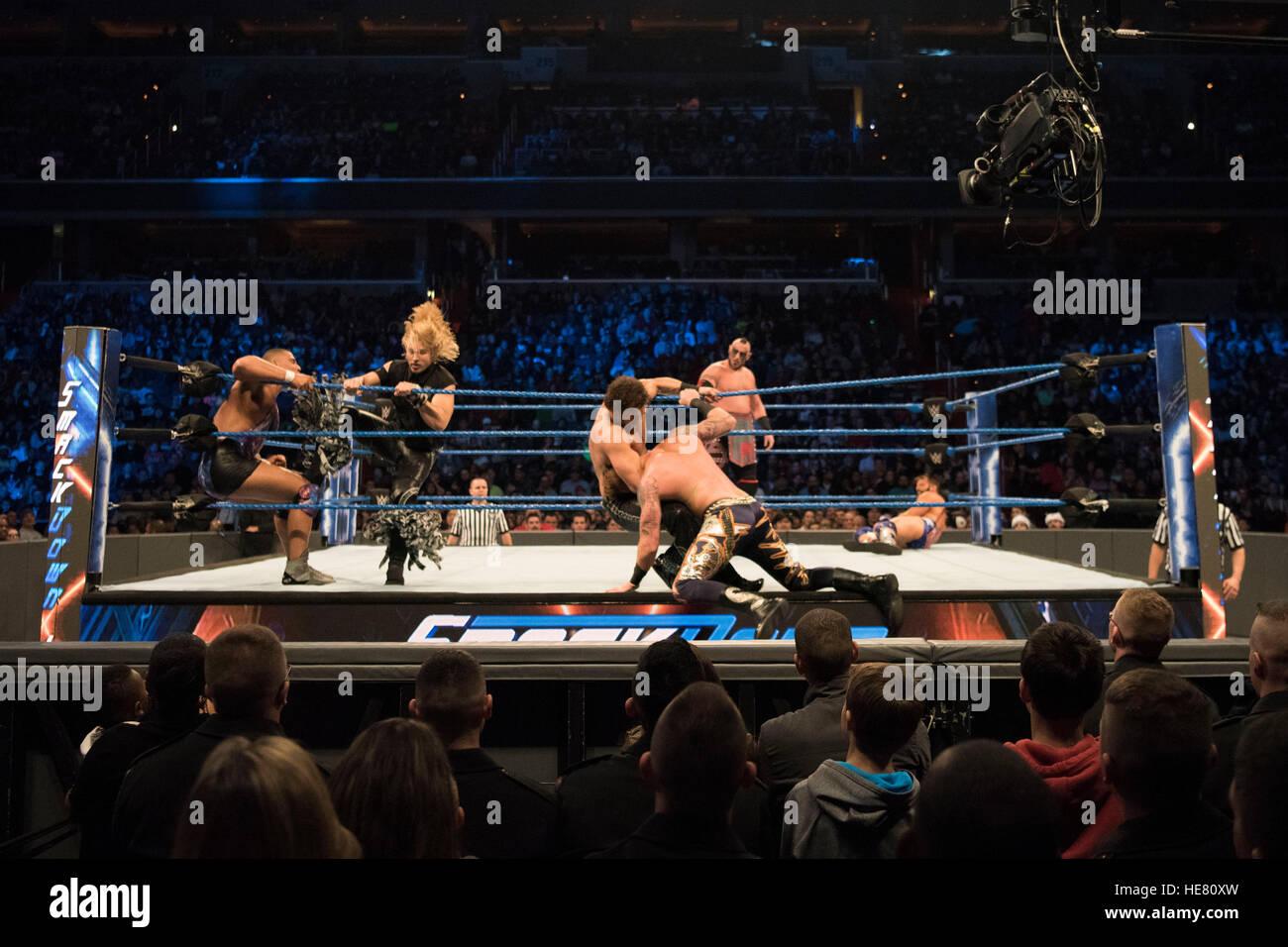 Les artistes interprètes ou exécutants WWE participer à un match de lutte à la 14e Conférence Photo Stock