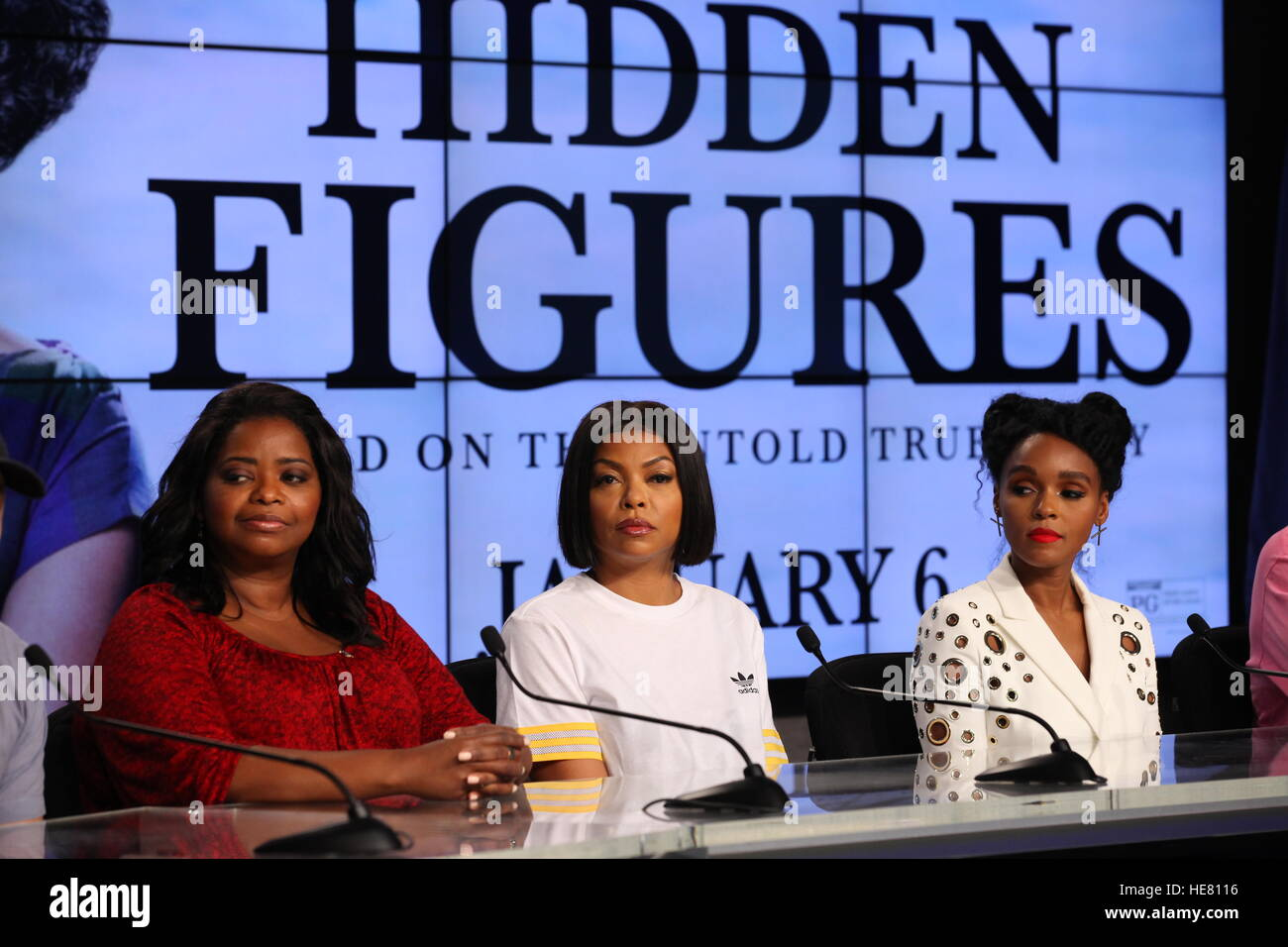 Les chiffres cachés actrices (L-R) Octavia Spencer, Taraji P. Henson, Janelle Monae et parler aux médias Photo Stock