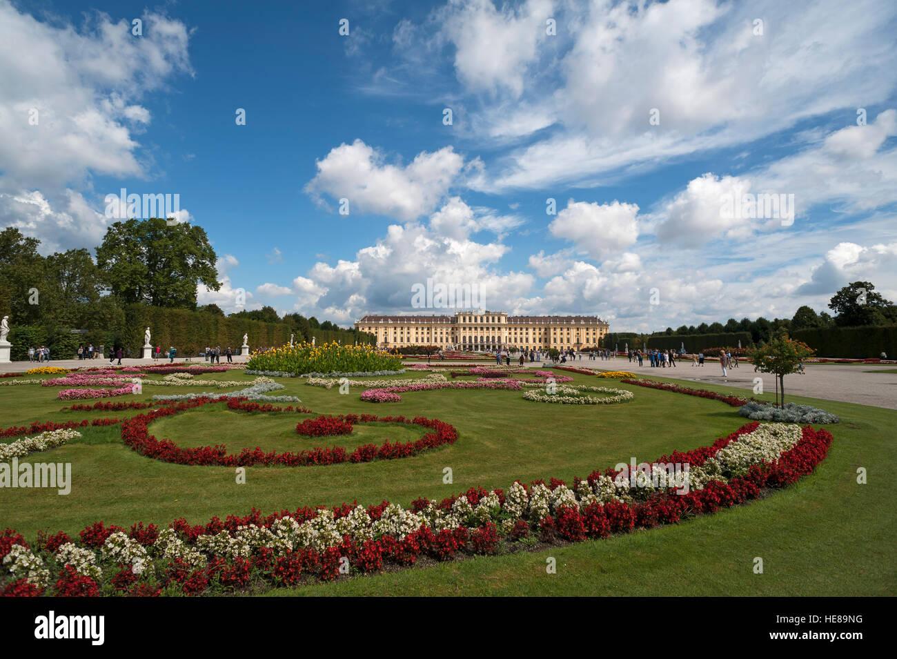 Lit de fleur dans le parc, le château de Schönbrunn, Vienne, Autriche Photo Stock