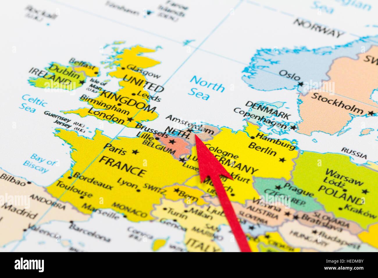 Carte Europe Pays Bas.Fleche Rouge Pointant Pays Bas Sur La Carte De L Europe Continent
