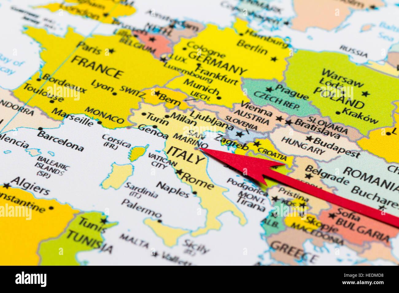 Carte De Leurope Rome.Fleche Rouge Pointant San Marino Sur La Carte De L Europe