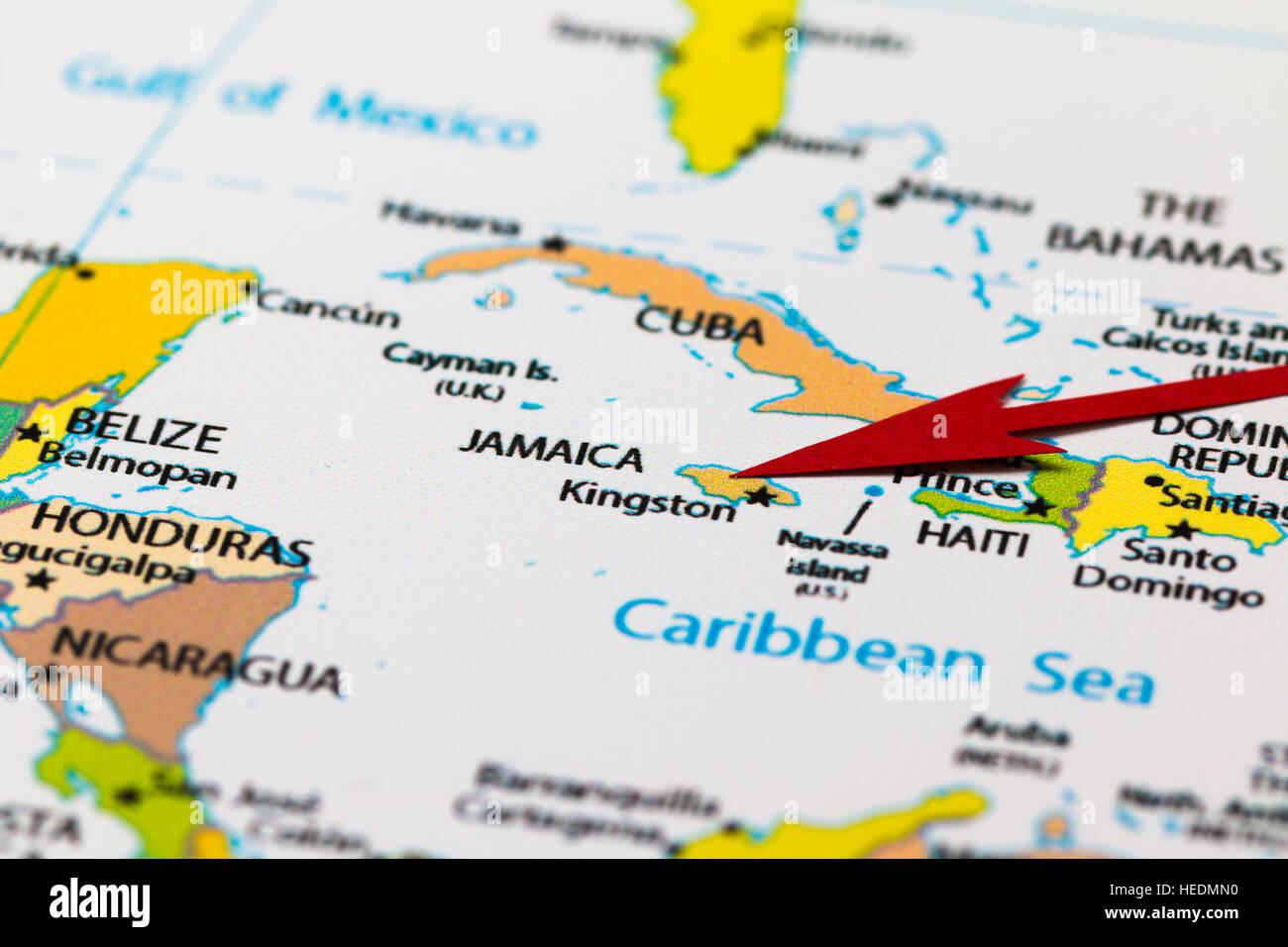 Flèche rouge pointant la Jamaïque sur la carte de l'amérique du continent et des Caraïbes Banque D'Images