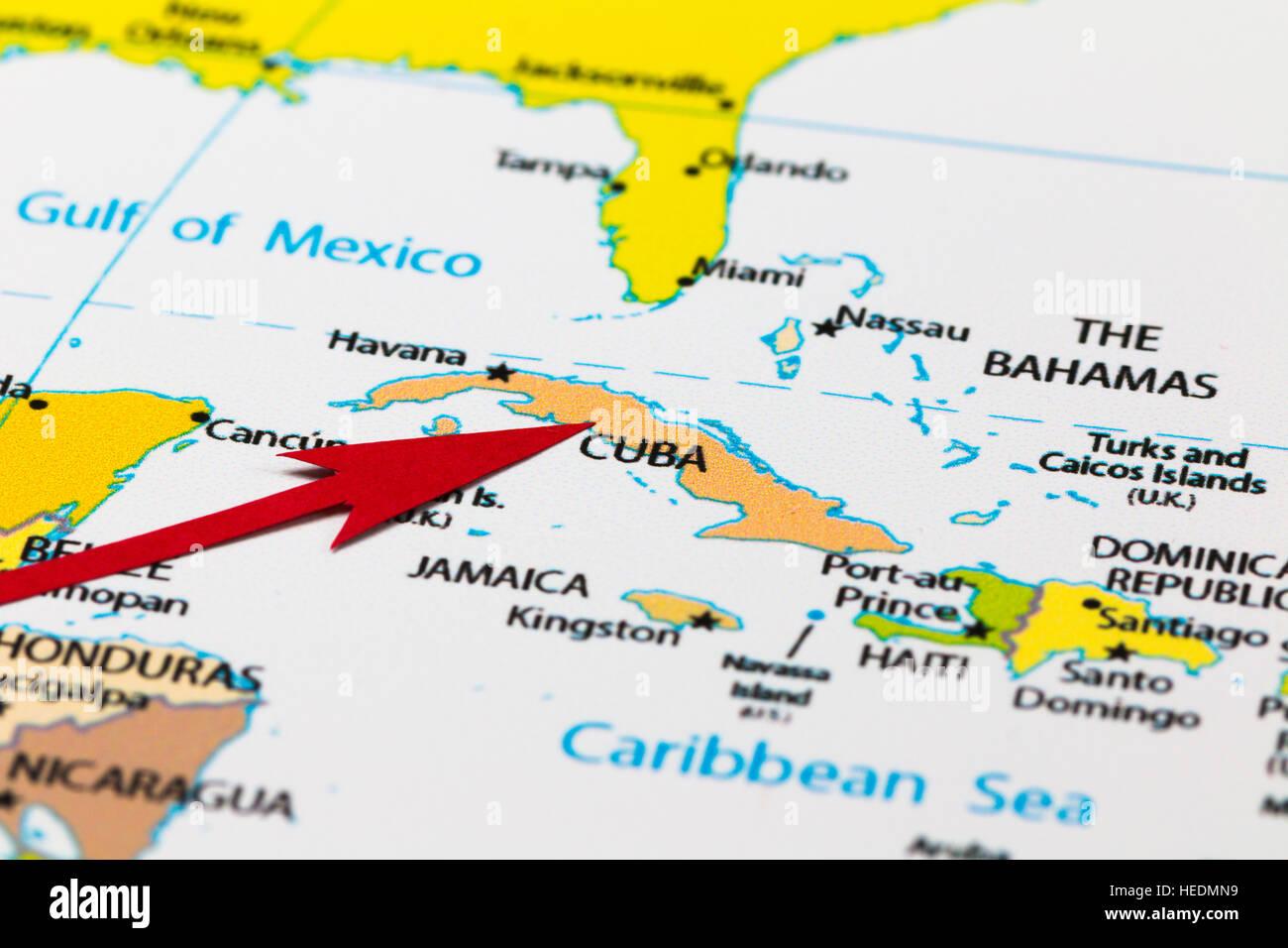 Flèche rouge pointant Cuba sur le plan de la région des Caraïbes et d'amérique du nord continent Banque D'Images