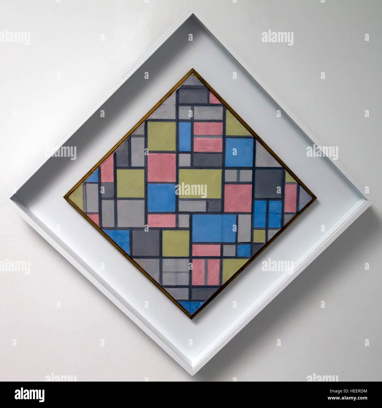 La composition avec grid vii, par Piet Mondrian, 1919, Kroller-Muller Museum, le Parc national Hoge Veluwe, Otterlo, Photo Stock