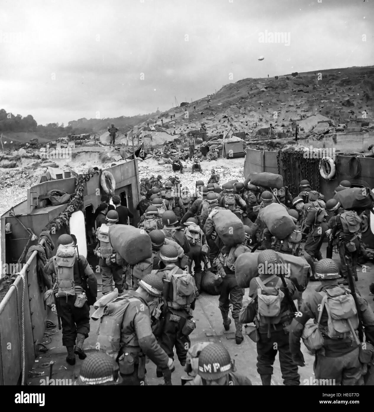 Debarquement En Normandie 1944 Du Detachement De La Police Militaire Americaine Aller A Terre En France Quelques Jours Apres Le Debarquement Initial Le 6 Juin Photo Stock Alamy