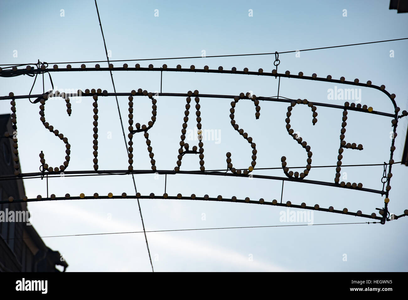 Silhouette de STRASSE street sign in Trier, Allemand Photo Stock