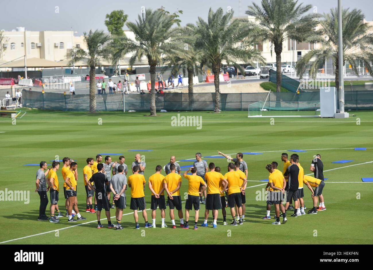 Doha, Qatar. Dec 21, 2016. Les joueurs de la Juventus se réchauffer pendant une session de formation à Photo Stock