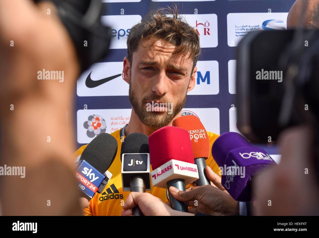 Doha, Qatar. Dec 21, 2016. Claudio Marchisio de Juventus reçoit en entrevue pendant une session de formation Photo Stock