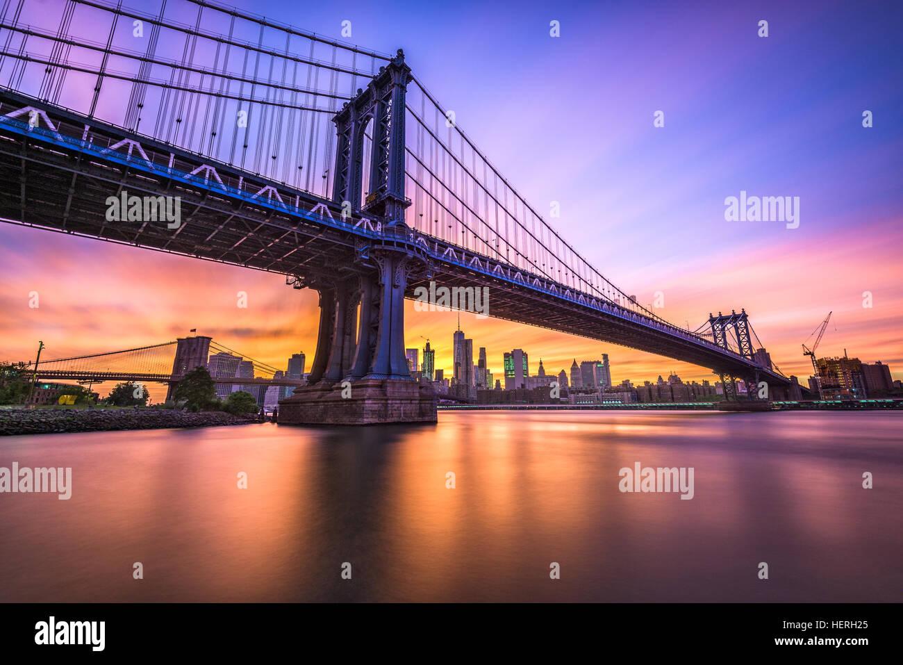 La ville de New York, USA à la Manhattan Pont enjambant l'East River à partir de Brooklyn à Manhattan. Banque D'Images