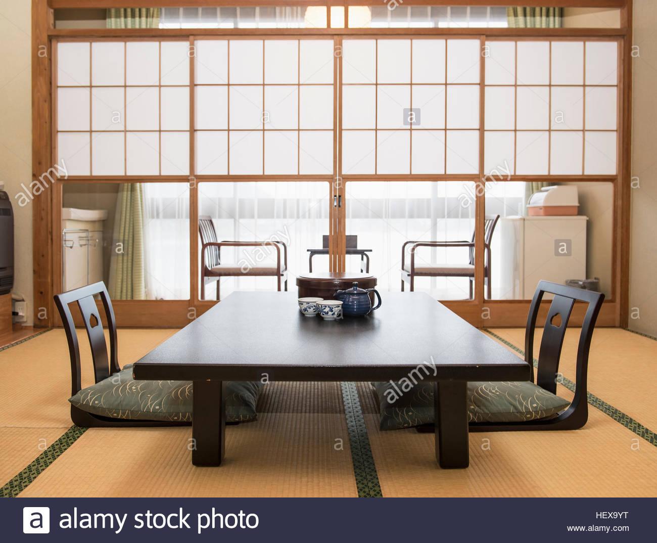 Table À Manger Japonaise salle à manger typiquement japonais banque d'images, photo