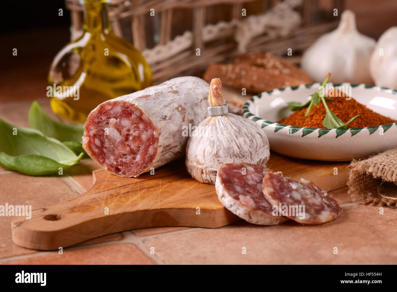 Salami pur porc au piment - Cuisine italienne traditionnelle Photo Stock