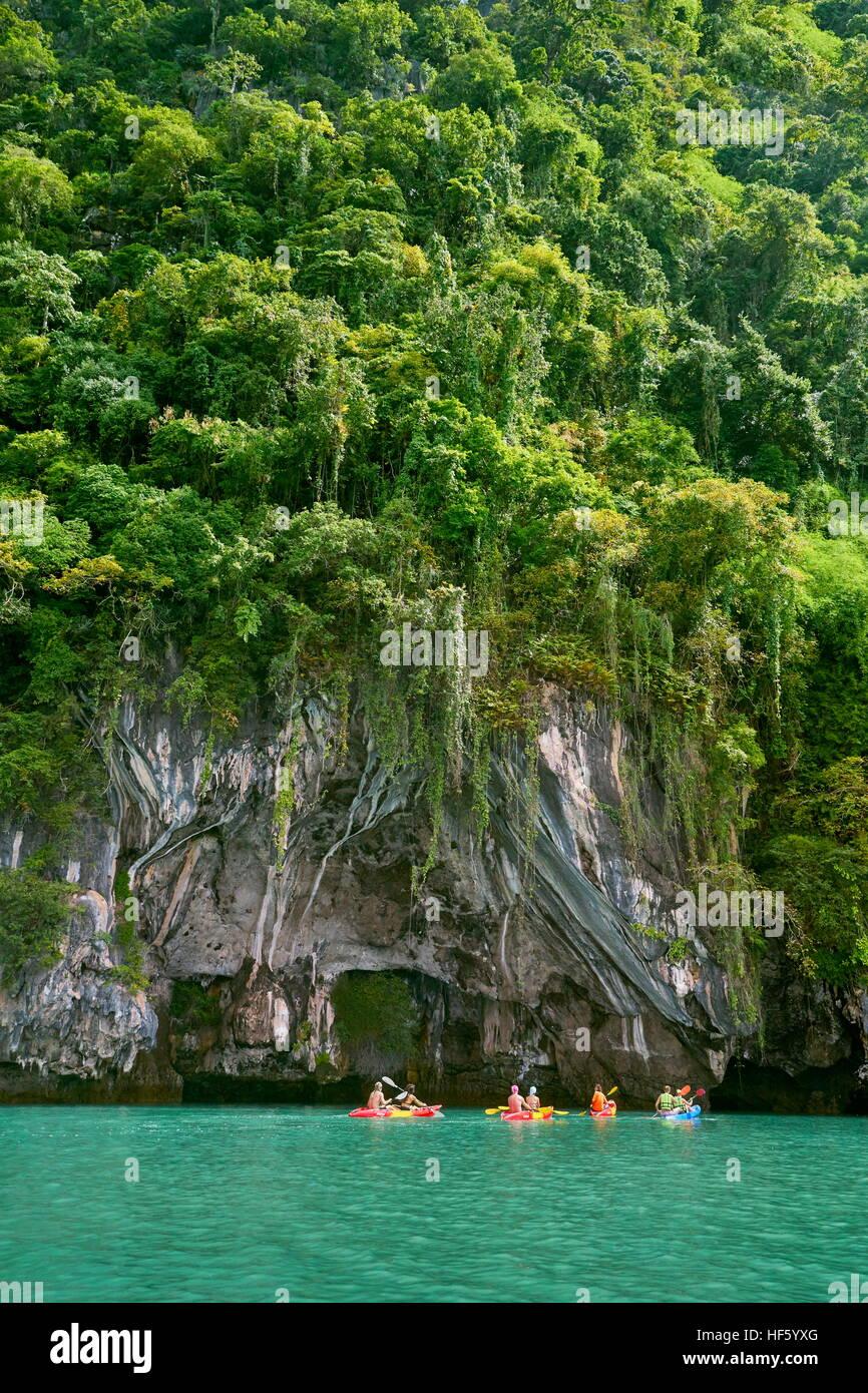 Kyaking à Ko Talabeng), province de Krabi, Thaïlande Photo Stock