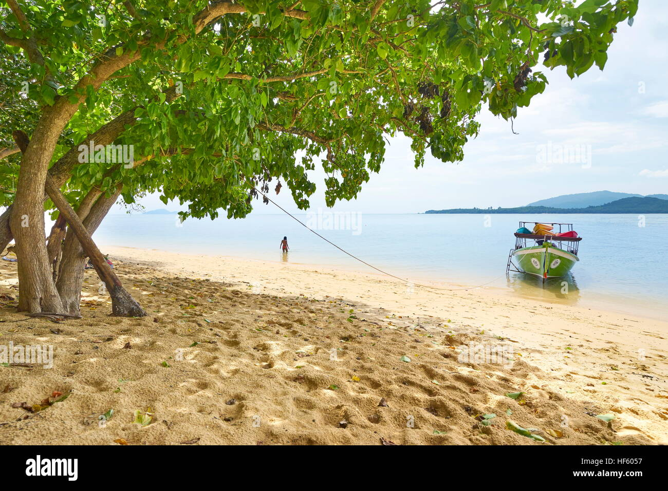 Plage de sable à Bu Bu), province de Krabi, Thaïlande Photo Stock