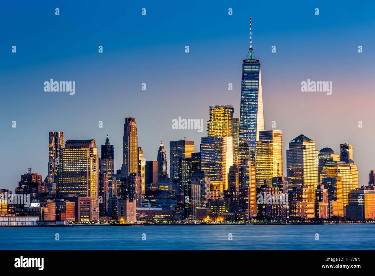 Lower Manhattan au coucher du soleil vu de Hoboken, New Jersey Photo Stock