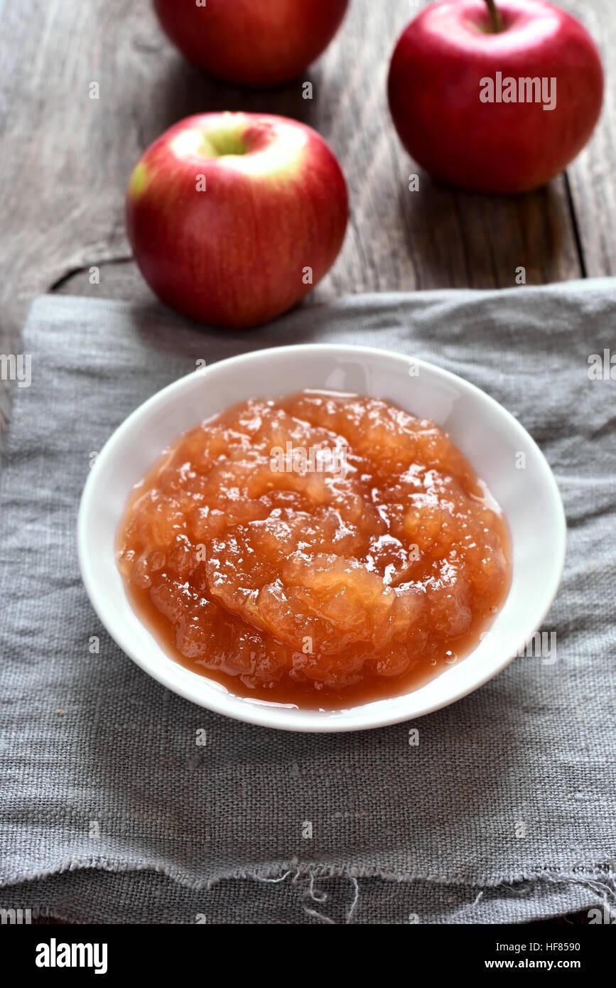 Confiture de pommes et fruits frais, country style Photo Stock