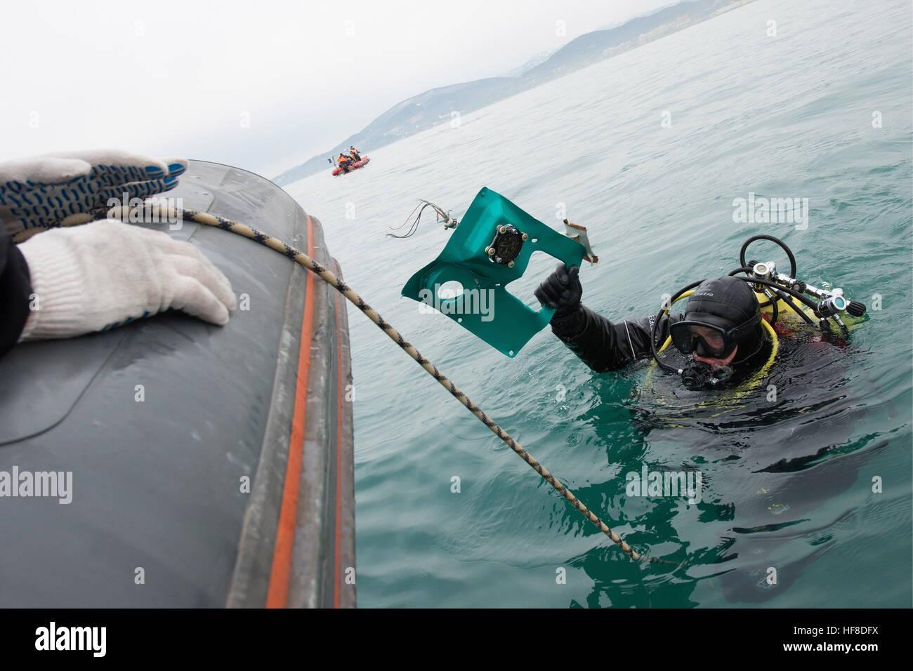 SOCHI, RUSSIE - 28 décembre 2016: un plongeur pendant une opération de recherche et de sauvetage Photo Stock